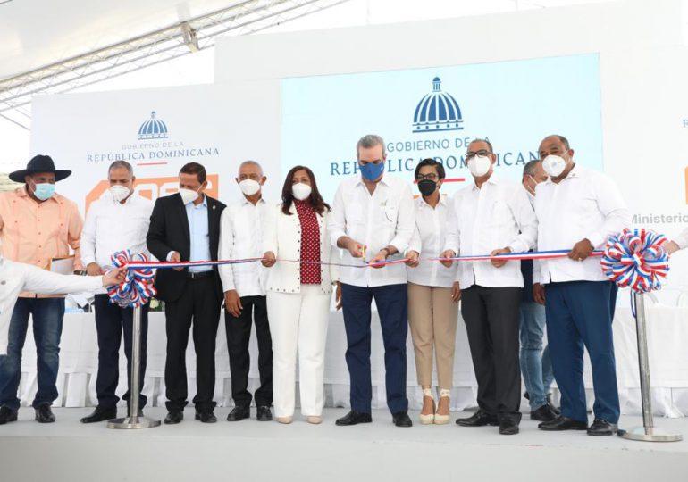 Abinader inaugura reconstrucción carretera Monte Cristi-Dajabón