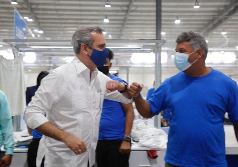 Presidente Luis Abinader inaugura empresas en Zona Franca de Navarrete