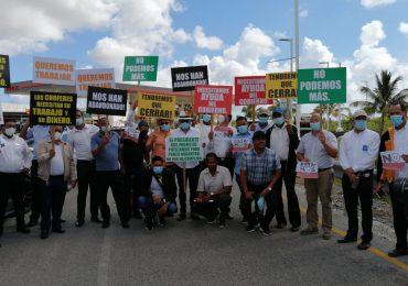 VIDEO | Transportistas turísticos protestan y anuncian paro de servicios