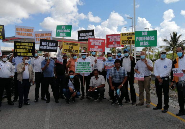 VIDEO   Transportistas turísticos protestan y anuncian paro de servicios