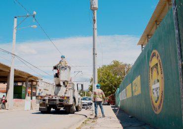 VIDEO   Edesur ilumina calles, complejos deportivos y electrifica de plantaciones agrícolas en Azua
