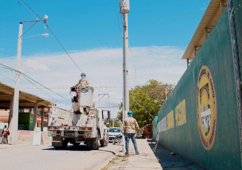 VIDEO | Edesur ilumina calles, complejos deportivos y electrifica de plantaciones agrícolas en Azua