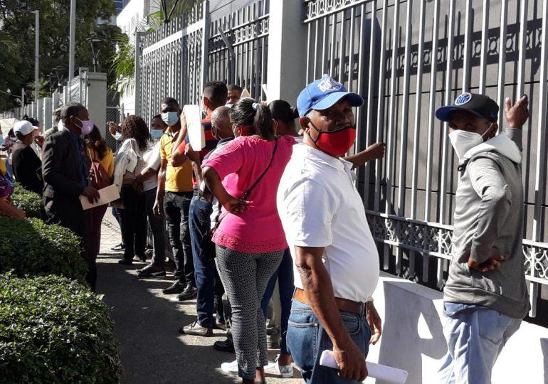 VIDEO | Exempleados del gobierno abarrotan Contraloría General gestionando sus prestaciones laborales
