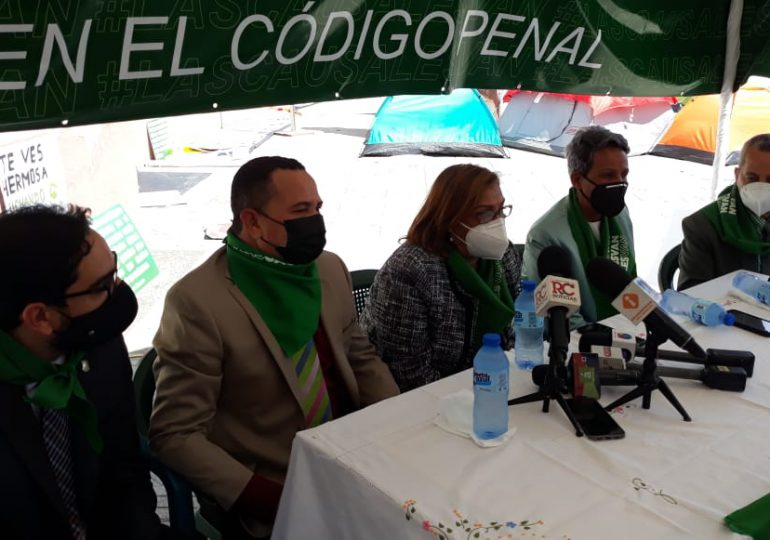 "VIDEO | Grupo de diputados aseguran ""las tres causales van"" piden un Código Penal moderno"
