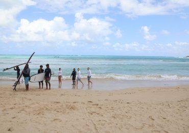 Abinader recorre junto a   David Collado entornos de playa Macao
