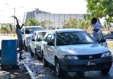 """VIDEO   Ayuntamiento desmonta """"car wash"""" que operaban en Parque del Este"""