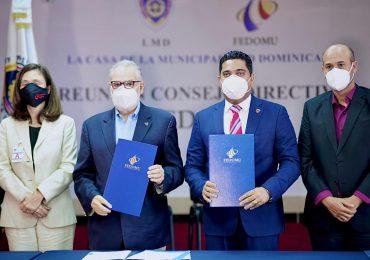 Fedomu y Ministerio de Economía acuerdan impulsar ayuntamientos hacia el desarrollo