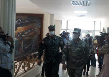 Video | Comisión de la Policia llega a Salud Pública; médicos dicen no se moverán