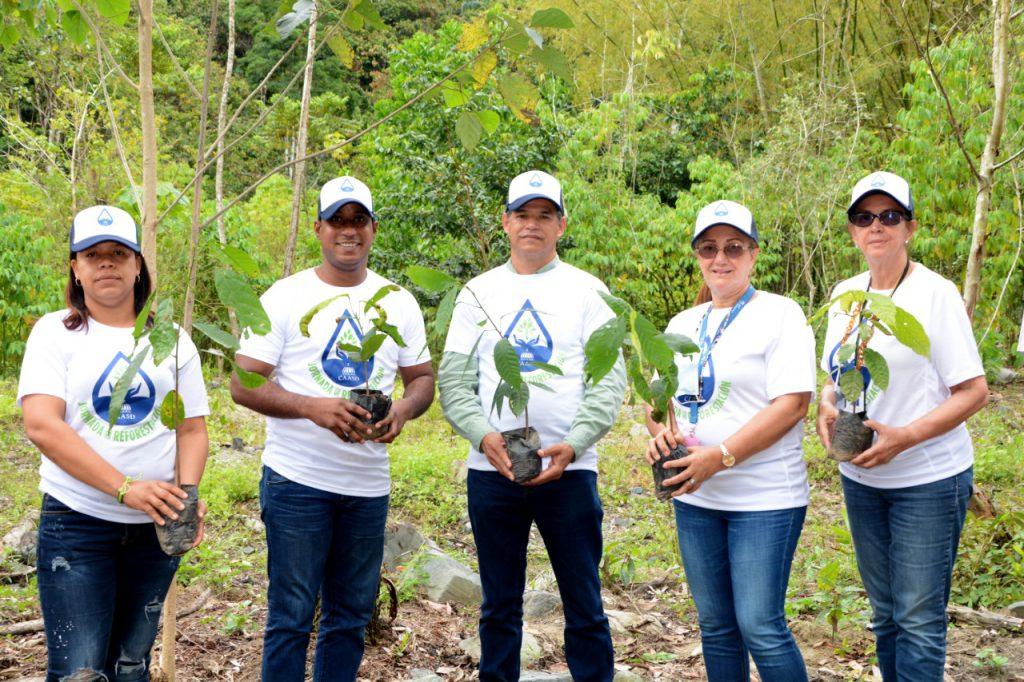 CAASD realiza jornada de reforestación en la obra de toma del acueducto Duey