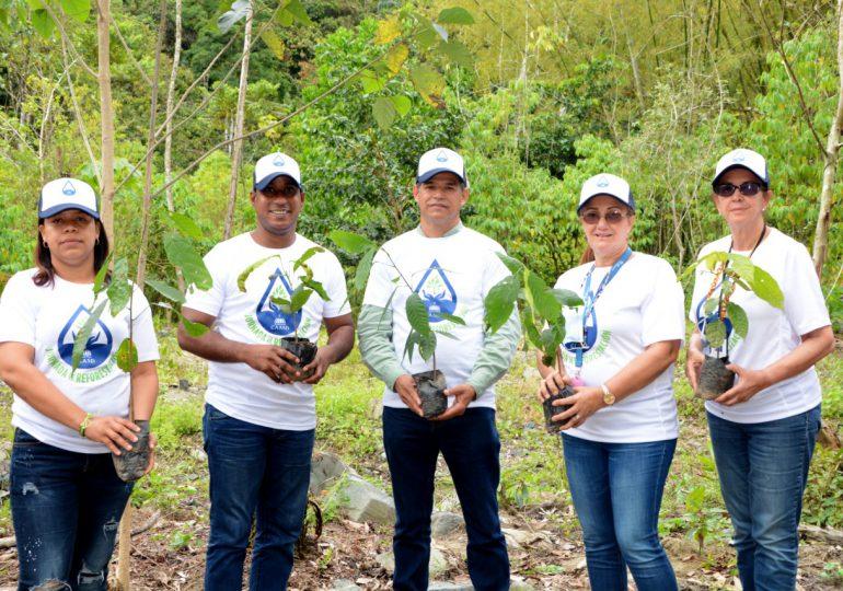 CAASD realiza jordana de reforestación en la obra de toma del acueducto Duey