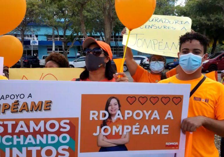 VIDEO | Jóvenes protestan frente a la PGR en apoyo a la Fundación Jompéame