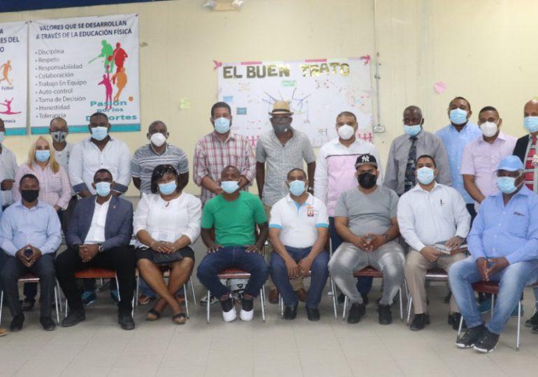 Comunitarios realizan encuentro para buscar soluciones a problemas que aquejan barrios de SDN
