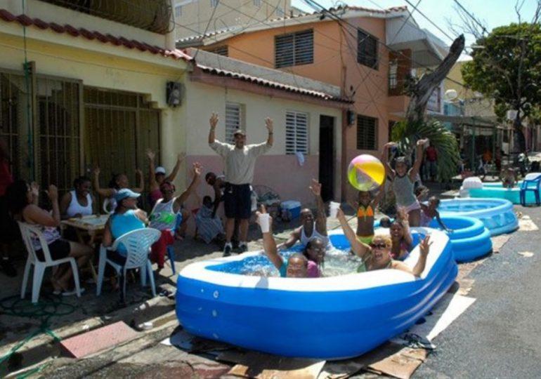 Prohíben piscinas improvisadas en las calles de SDE