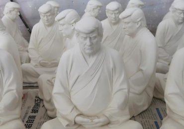 Así luce Donald Trump como budista