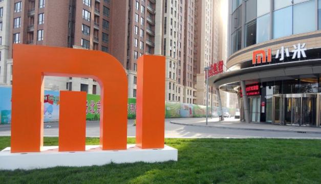 Juez de EEUU ordena retirar a Xiaomi de lista negra heredada del gobierno de Trump