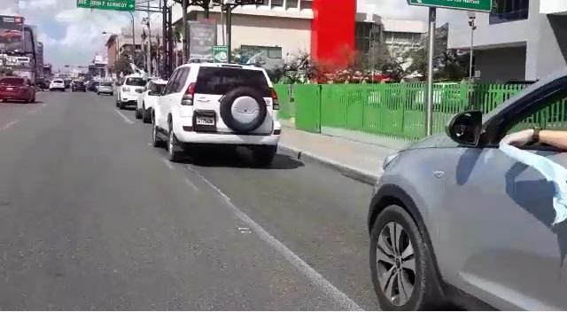 VIDEO | Luce tímida y poco concurrida caravana contra tres causales