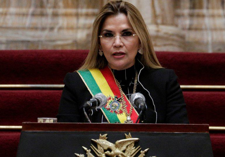 Fiscalía pide detención de seis meses para expresidenta de Bolivia