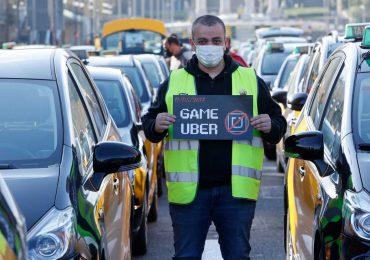 Los taxistas de Barcelona protestan contra Uber