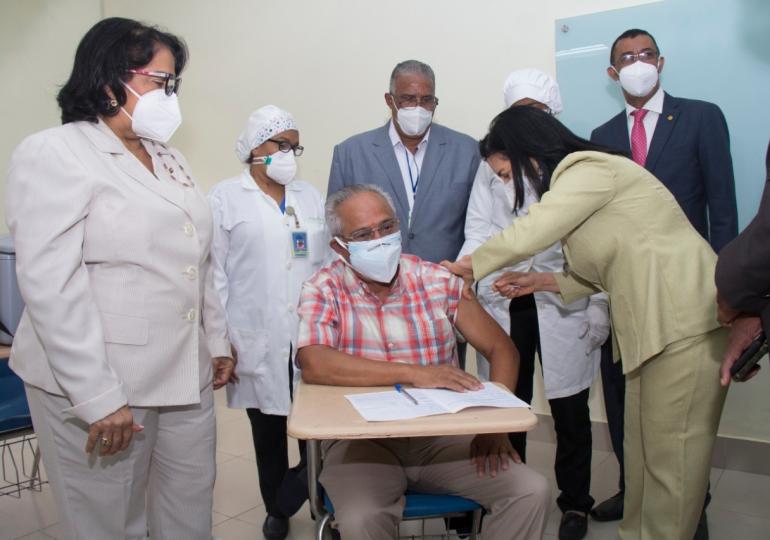 UASD vacuna contra Covid-19 a mayores de 70 años
