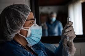 Chile envía 40.000 dosis de vacuna Sinovac para personal médico de Ecuador y Paraguay