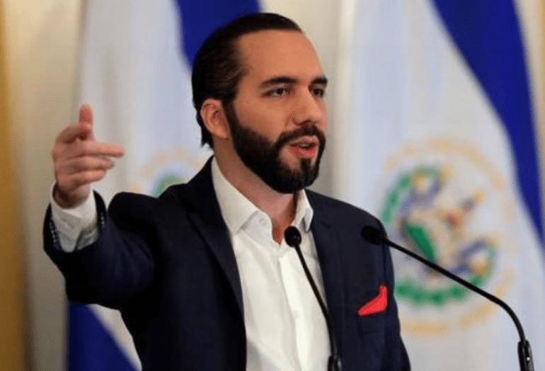 Bukele dice que Congreso opositor criminaliza la migración en El Salvador