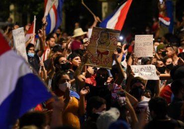 Manifestantes insisten en pedir la renuncia del presidente de Paraguay