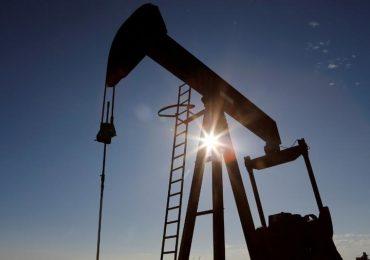 Petróleo baja tras informe de reservas en EEUU