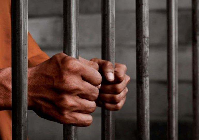 Solicitarán prisión preventiva contra hombre vinculado a fabricación ilegal de bebidas alcohólicas