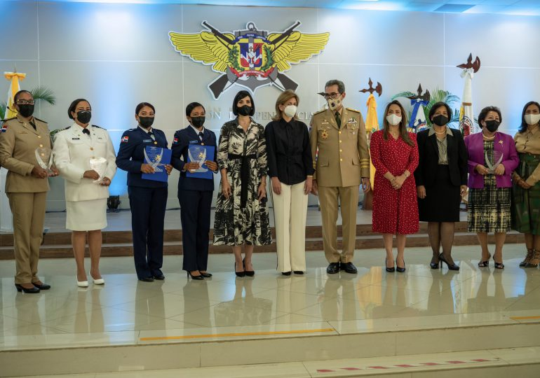 Primera Dama participa en reconocimiento a mujeres militares por Día Internacional de la Mujer