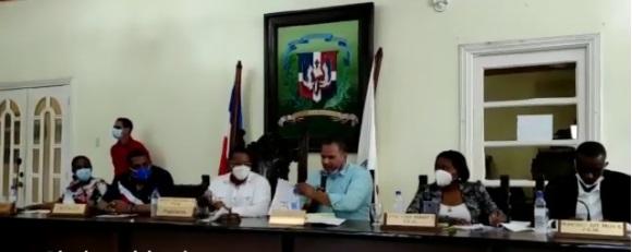 VIDEO | Aprueban contrato a empresa de recolectores de basura del pelotero Robinson Canó en SPM
