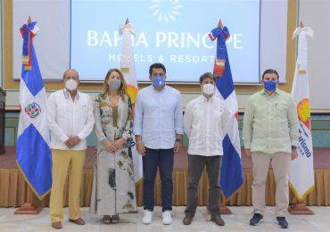 Ministro de Turismo finaliza recorrido hotelero por diversos lugares del país