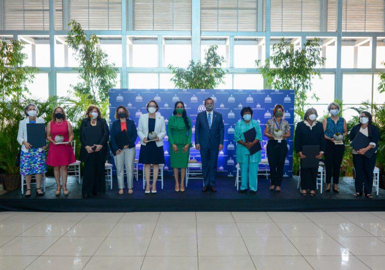 Medio Ambiente reconoce 11 mujeres comprometidas con la protección de los recursos naturales