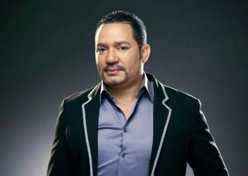 Frank Reyes se vacuna  contra el Covid-19