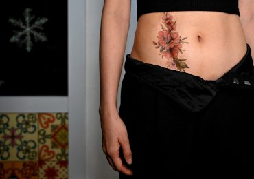 Mujeres en Vietnam curan sus heridas con tatuajes