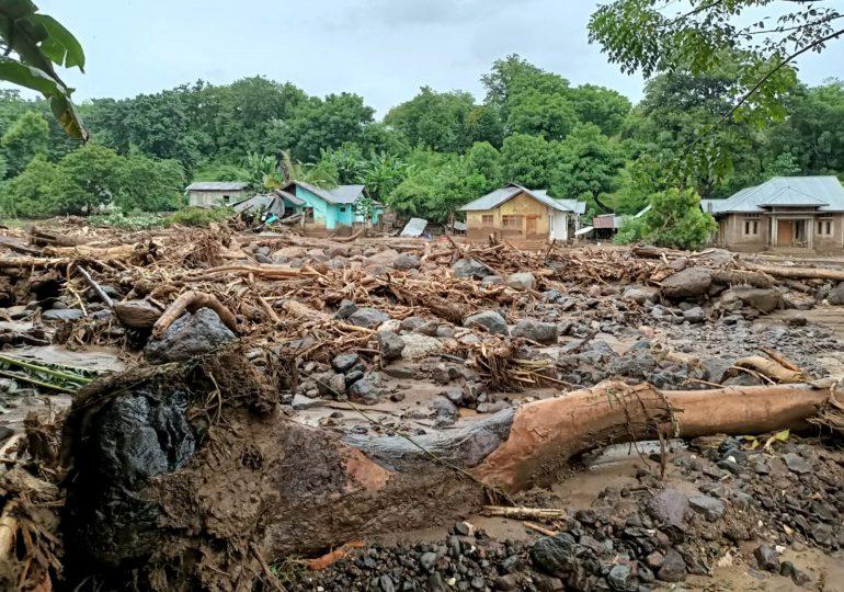 Video | Inundaciones causan más de 50 muertos en Indonesia y Timor Oriental