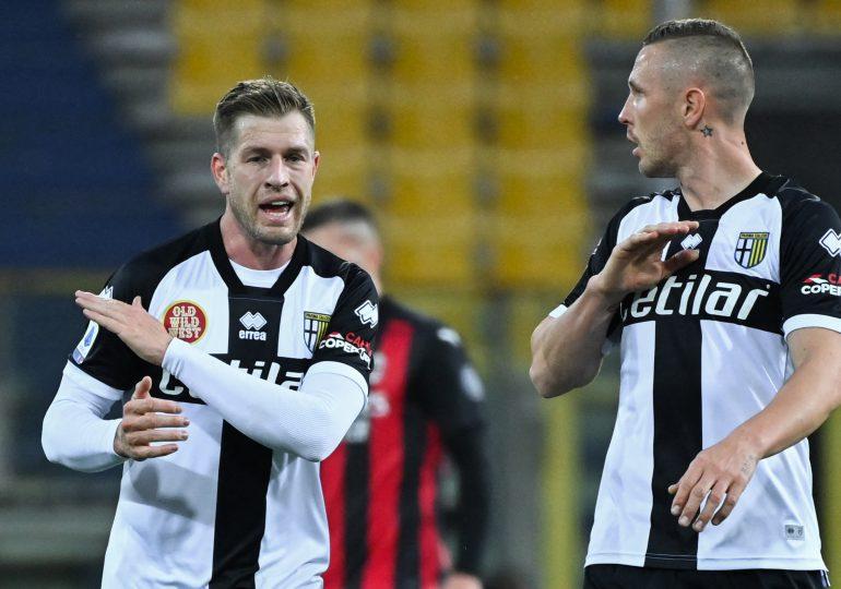 El Milan gana al Parma y consolida la 'Champions', Ibrahimovic expulsado