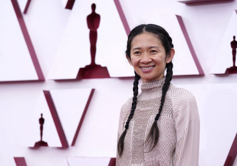 """Chloé Zhao gana el Óscar a mejor dirección por """"Nomadland"""""""