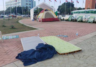 Mujeres montaron campamento frente a Congreso pasaron la noche tranquilas