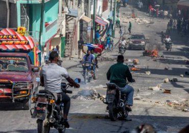 """Iglesia denuncia """"descenso al infierno"""" de Haití tras secuestro de clérigos"""