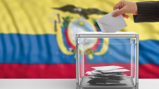 Ecuador elige a su próximo presidente este domingo