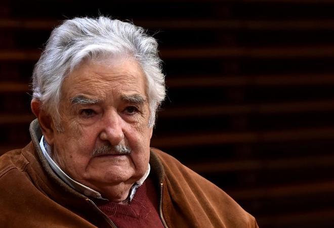 Expresidente uruguayo Mujica operado de urgencia por una espina de pescado