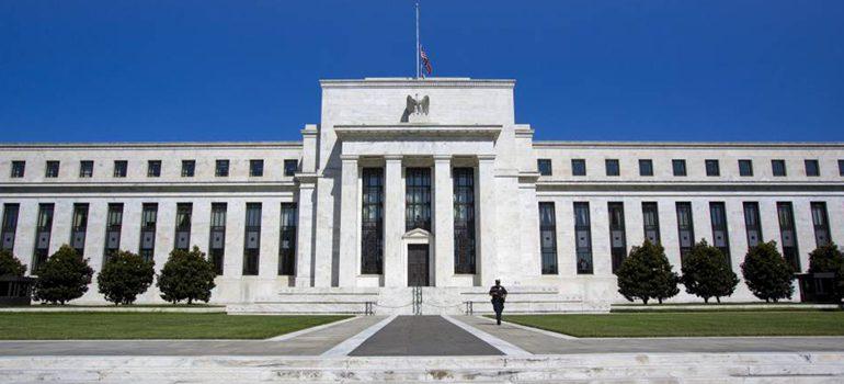 Reserva Federal de EEUU saluda mejora en actividad y empleo y mantiene tasas ultrabajas
