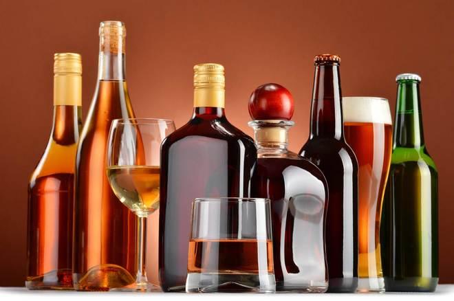 Desmantelan dos fábricas clandestinas de bebidas alcohólicas adulteradas en Santiago