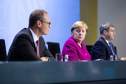 Los conservadores alemanes se desgarran en la carrera para suceder a Merkel