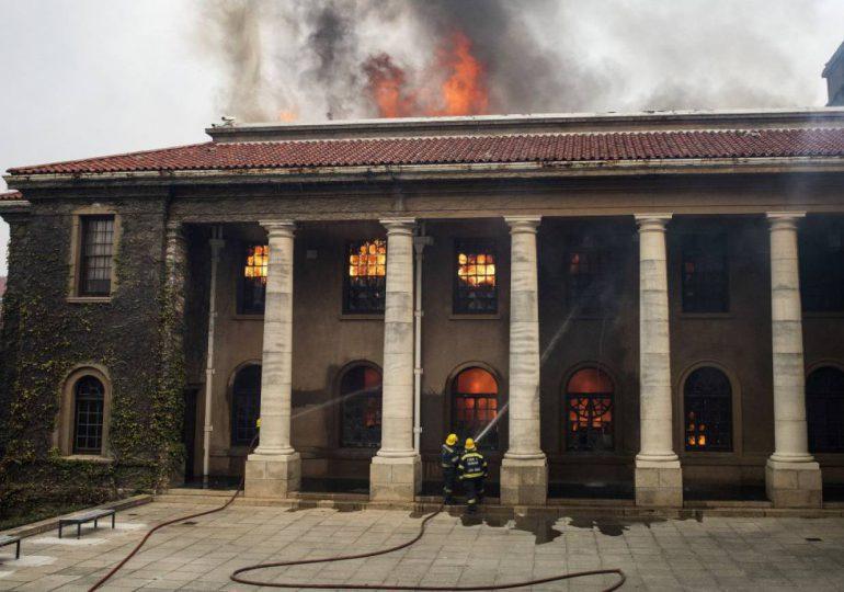 Incendio en afueras de Ciudad del Cabo está bajo control