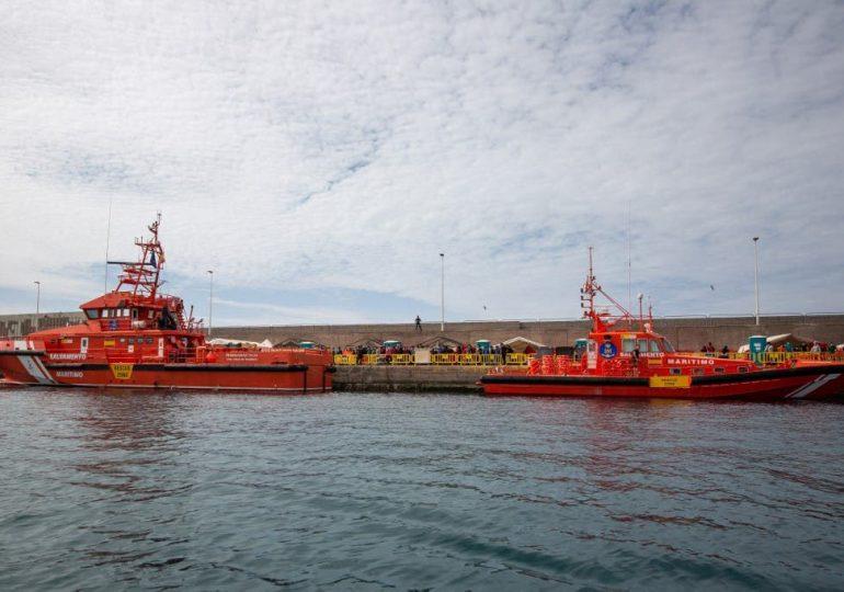 Hallan 17 migrantes muertos en una embarcación frente a las costas de Canarias