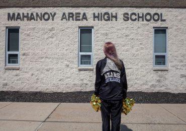 Mensaje insultante de una animadora de secundaria se debate en la Corte Suprema de EEUU