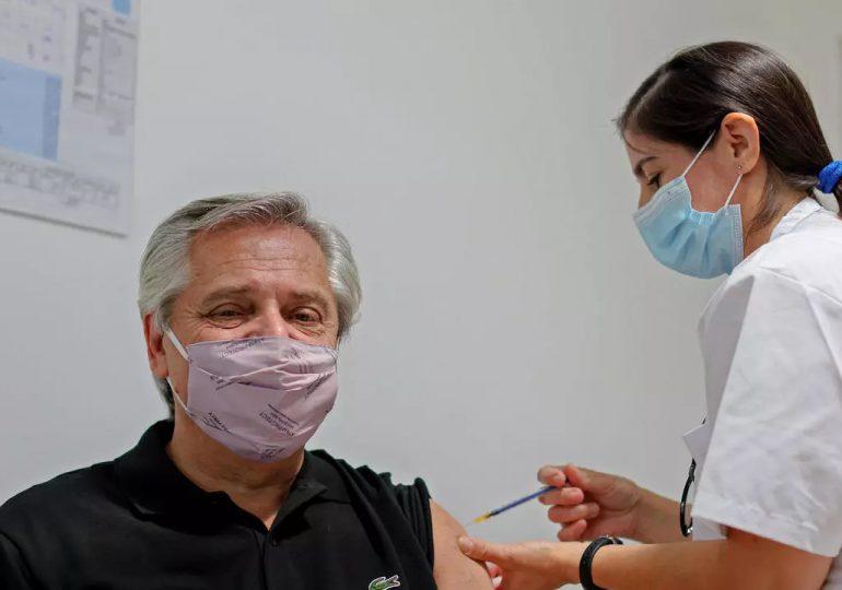 Presidente argentino da positivo a covid-19 en prueba de antígenos a más de un mes de vacunado