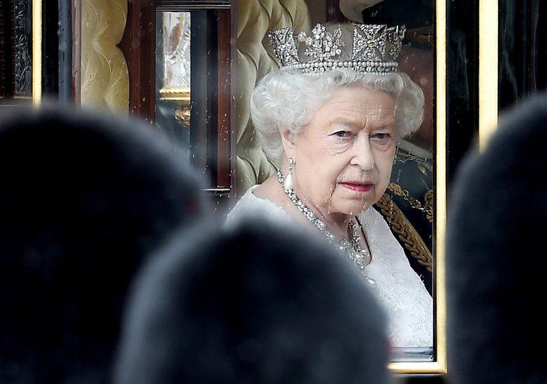 Reina Isabel II pasa su cumpleaños número 95 en medio del luto y peleas familiares