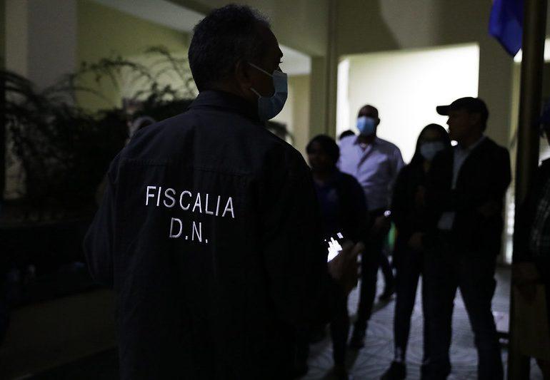 Fiscales del DN retienen 303 personas en negocios que irrespetan el toque de queda